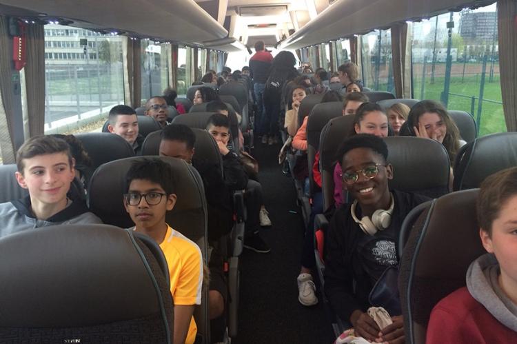 Les élèves viennent de prendre le départ pour l'Espagne