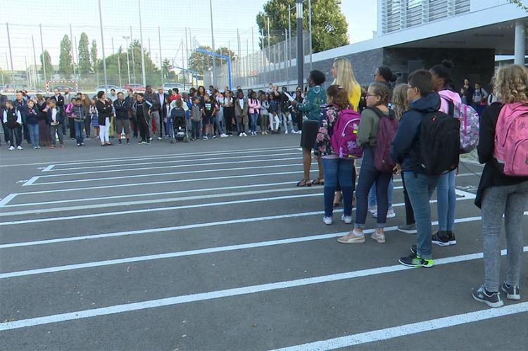 Fin des vacances, les élèves du collège Simone Veil effectuent leur rentrée